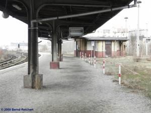 Bahnsteig A, hier halten noch die Züge von Treptower Park auf dem Weg nach Warschauer Straße