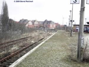 Das andere Gleis an Bahnsteig A (von Warschauer Straße in Richtung Frankfurter Allee) ist schon lange nicht mehr in Betrieb