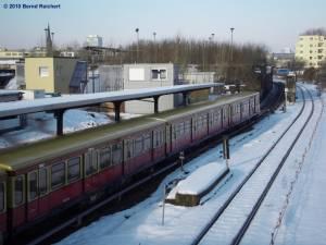 Ausfahrt eines Zuges, der von Lichtenberg kam, in Richtung Warschauer Straße
