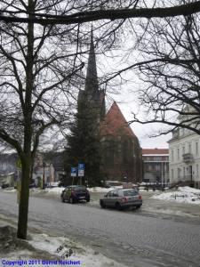20110108-020 - Blick über den Marktplatz zur St.-Nikolai-Kirche