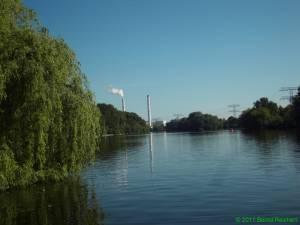 Flussabwärtsblick vom Fähranleger