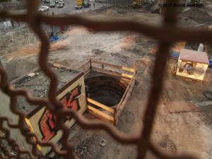 20120322-02 - Fundamentgrube nördlich der Fußgängerbrücke