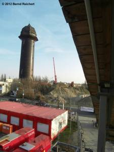 20120328-02 - Blick zum Wasserturm und zur in Bau befindlichen Südringkurve