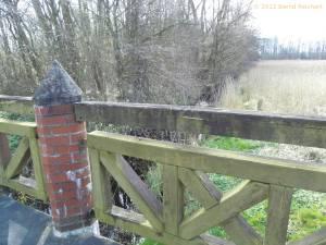 20120405-05 - Brücke über den kleinen Bach zwischen Rosenhagen und Dutzow