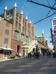 20120406-17 - Lübeck, Straßenfront des Rathauses