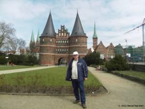 20120406-45 - Lübeck, Holstentor und ich