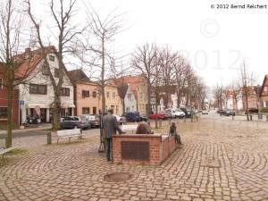 20120407-06 - Travemünde, Blick in die Torstraße, im Vordergrund der Otto-Timmermann-Brunnen
