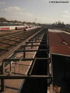 20120412-08 - Blick auf den Bahnhof Warschauer Straße von der Fußgängerbrücke aus