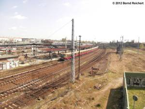20120412-10 - Warschauer Straße, Zug in Richtung Lichtenberg am Erkner-Bahnsteig