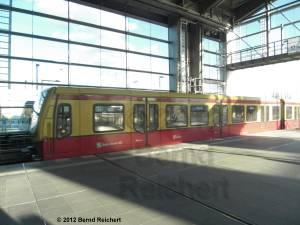 20120416-05 - Ostkreuz - Halle des Ringbahnsteiges