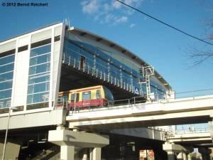20120416-15 - Ostkreuz - Halle des Ringbahsteigs von der Hauptstraße aus gesehen