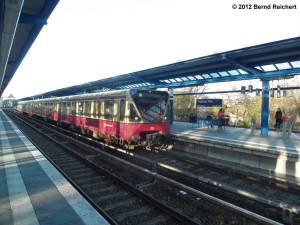 20120416-16 - Treptower Park - Zug der S8 macht hier Kopf