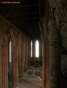 20120428-16 - Prenzlau, St.-Marien-Kirche, Blick vom Turmaufstieg in die Halle