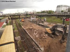 20120511-03 - Warschauer Straße, Blick von der Fußgängerbrücke zur Warschauer Brücke