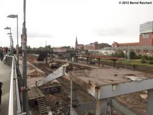 20120511-04 - Warschauer Straße, Blick von der Fußgängerbrücke in Richtung zur Zwingli-Kirche