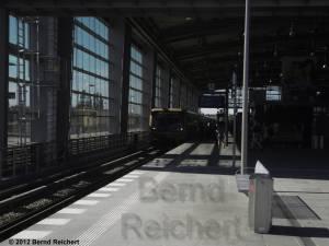 20120526-11 - Ostkreuz, Einfahrt des Ringzuges in Richtung Frankfurter Allee