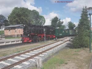 20120811-06 - Einfahrt eines Kleinbahnzuges aus Seebad Göhren in Putbus