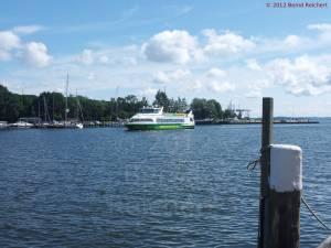 20120811-08 - Einfahrt des Fährschiffes
