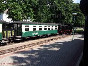 20120811-35 - Ostseebad Binz, Zugkreuzung am  Bahnhof Binz-Ost