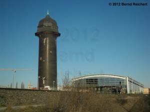 20121228-05 - Blick von der Kynaststraße zur Bahnsteighalle der Ringbahn und zum Wasserturm