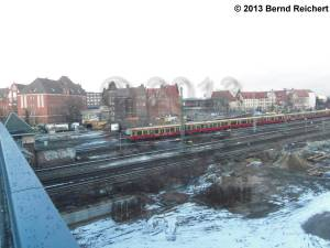 20130209-17 - Blick von der Kynastbrücke über das östlich des Ostkreuz liegende Bahngelände hinüber zur Victoriastadt