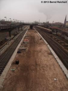 20130216-18 - Der Bau des ersten der beiden neuen S-Bahnsteige Warschauer Straße macht Fortschritte.