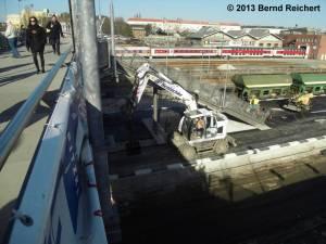20130304-15 - Warschauer Straße, Hochbetrieb auf der Baustelle des ersten neuen S-Bahnsteigs