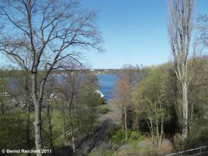 Blick vom Borussia-Monument aus über den Wannsee nach Kladow, Aufnahme 10.04.2011