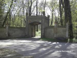 Tor zum Glienicker Garten, Aufnahme 10.04.2011