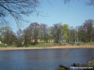 Petzow, Blick über den Teich im Schlossgarten, Aufnahme 10.04.2011