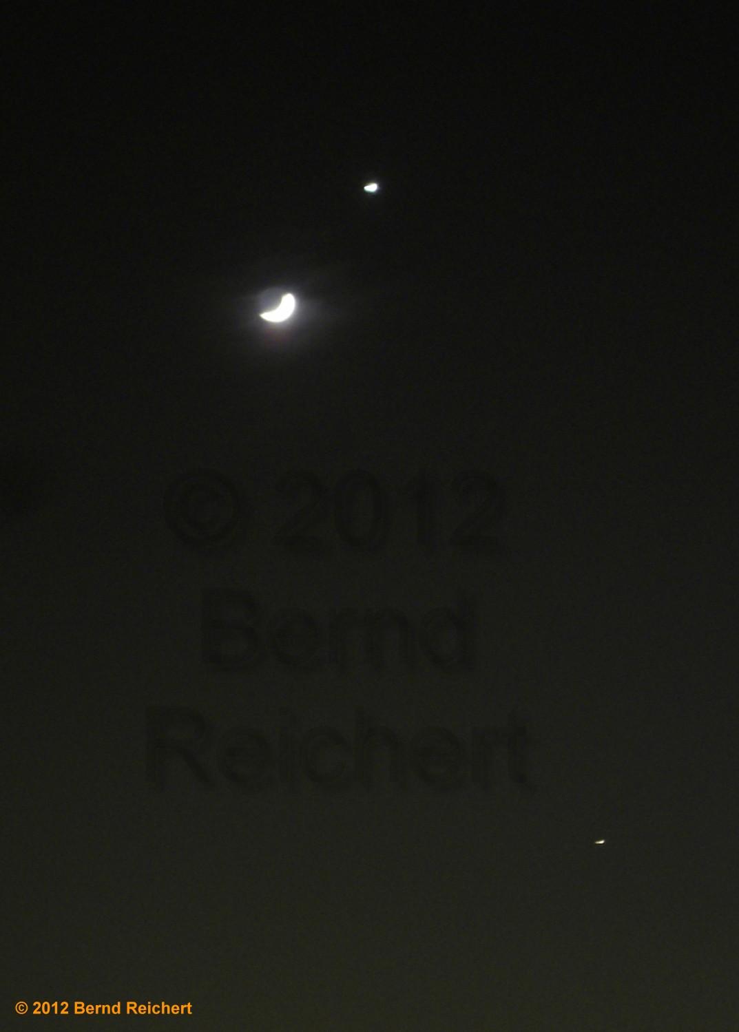 Mond, Venus und Jupiter am Himmel über Berlin, Blick Richtung Westen